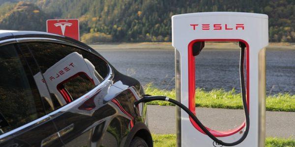 auto elettriche tesla